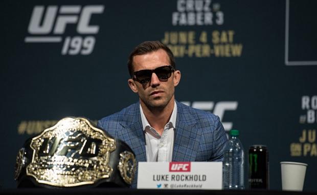 Rockhold (foto) vai atuar com joelho lesionado. Foto: Brandon Magnus/UFC
