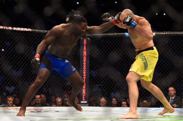 Johnson apagou Glover em apenas 13 segundos e lucrou cerca de R$ 869 mil. Foto: Divulgação/UFC
