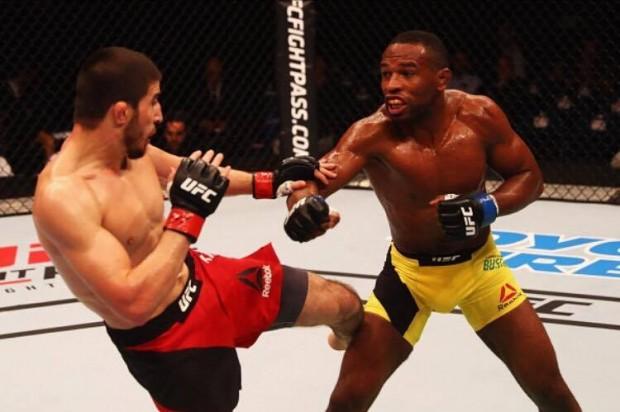 Buscapé (dir) foi superado por Khabilov (esq) na abertura do UFC Hamburgo. (Foto: Getty Imagens)