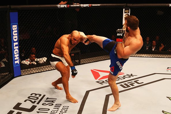 Ryan Bader (dir) nocauteou Ilir Latifi (esq) no segundo round. (Foto: Getty Images)