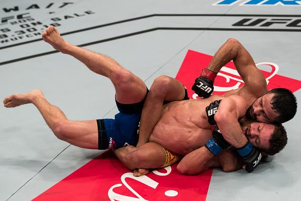 Formiga mostrou grande superioridade no chão e anulou Ortiz. (Foto: Getty Images)