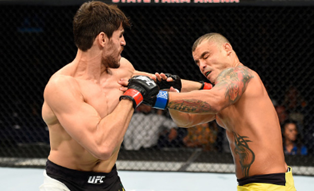 Sapato (esq.) derrotou Leleco (dir) no UFC Hidalgo. Foto: Getty Images
