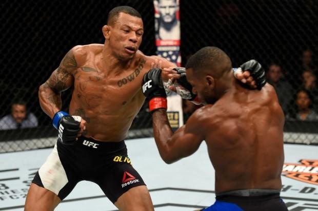 A. Cowboy (esq.) derrotou W. Brooks (dir.) no UFC Portland