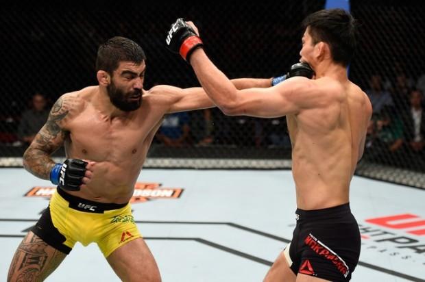 Capoeira (esq.) venceu L. Nakamura no UFC Portland. Foto: Getty Images