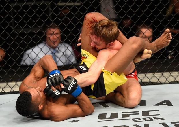 Marajó finalizou Pickett de forma rápida no UFC 204. Foto: Divulgação/UFC