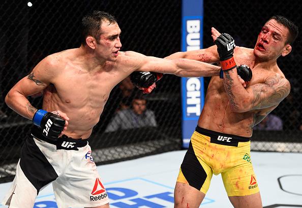 Dos Anjos (dir) foi derrotado por T. Ferguson (esq) na luta principal do UFC México. (Foto: Getty Images)