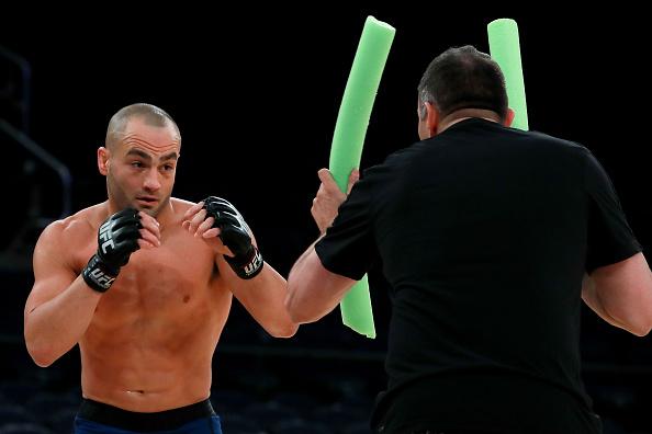 E. Alvarez voltou a garantir que finalizará McGregor no próximo sábado. (Foto: Getty Images)