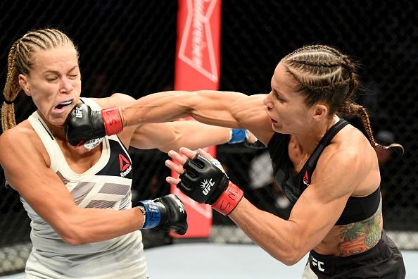 Carmouche (dir) superou Katlyn (esq) na primeira luta da noite. (Foto: Getty Images)