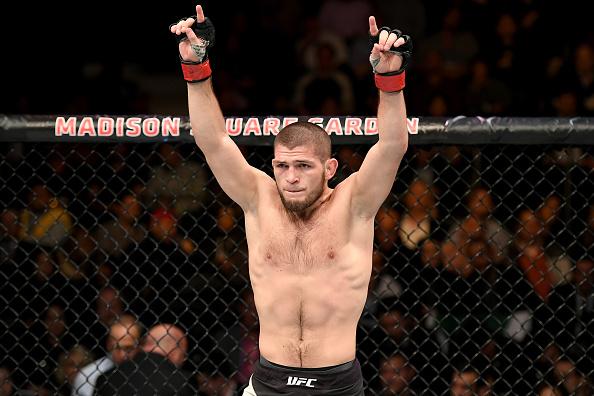 Khabib vem de vitória sobre M. Johnson, no UFC 205. (Foto: Getty Images)