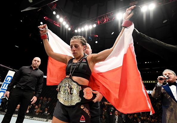 Joanna venceu Karolina e manteve o cinturão peso palha. (Foto: Getty Images)