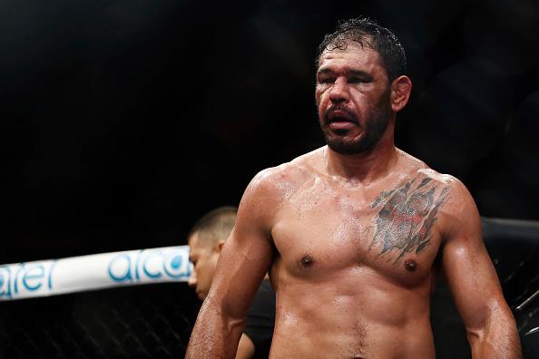 Minotouro foi dominado por Bader na luta principal do UFC São Paulo. (Foto: Getty Images)