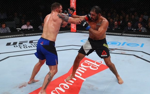 Bader atropelou Minotouro na luta principal do UFC São Paulo. (Foto: Getty)