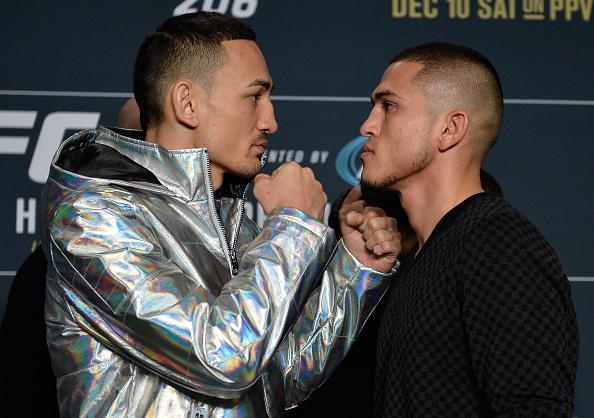 Holloway (esq) e Pettis (dir) fazem a luta principal do UFC 206, neste sábado (10). (Foto: Getty Images)