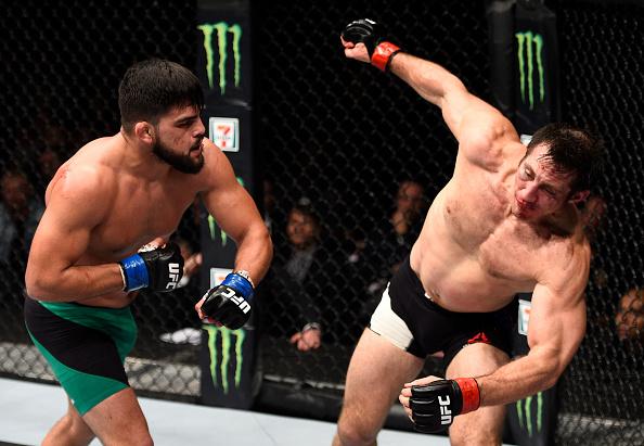 Gastelum (esq) nocauteou Kennedy no UFC 206. (Foto: Getty Images)