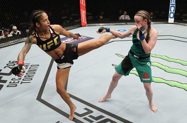 A brasileira Ju (esq.) venceu sua luta no UFC Albany. Foto: Patrick Smith / UFC