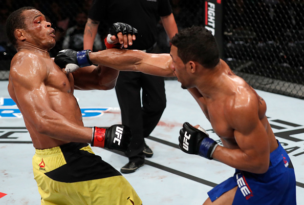Lee (dir) finalizou Massaranduba (esq) no segundo round. (Foto: Buda Mendes/UFC)