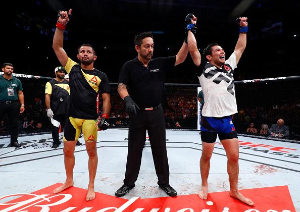 Borg (dir) superou Formiga (esq) por pontos (Foto: Buda Mendes/UFC)