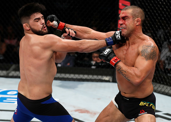 Gastelum (esq) e Belfort (dir) fizeram a luta principal do UFC Fortaleza (Foto: Buda Mendes/UFC)