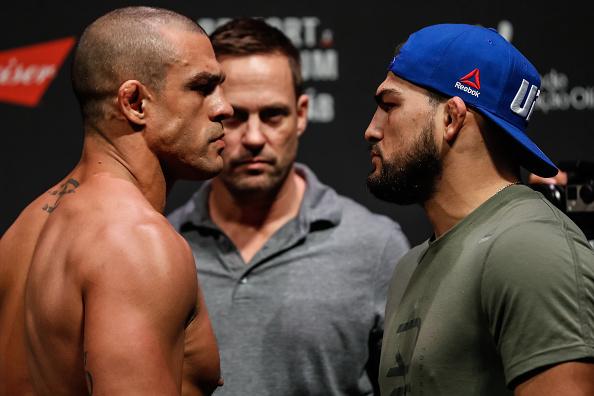 V. Belfort (esq) faz cara feia para K. Gastelum (dir) (FOTO: Buda Mendes/UFC)