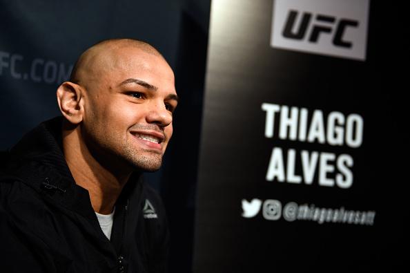 Pitbull mira o cinturão dos meio-médios (Foto:Jeff Bottari/UFC)