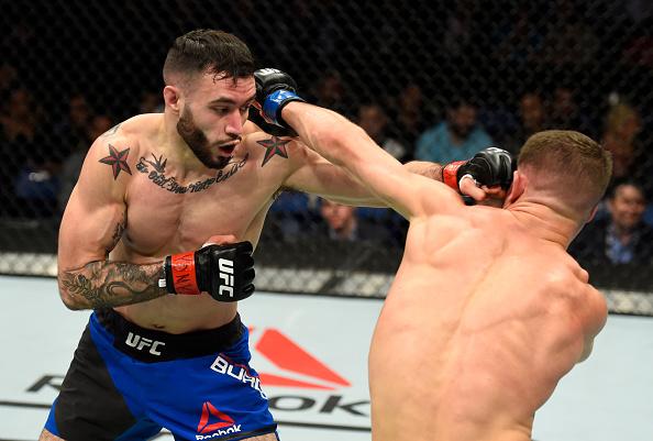 Burgos (esq) nocauteou Rosa (dir) no terceiro round (Foto: Josh Hedges/UFC)