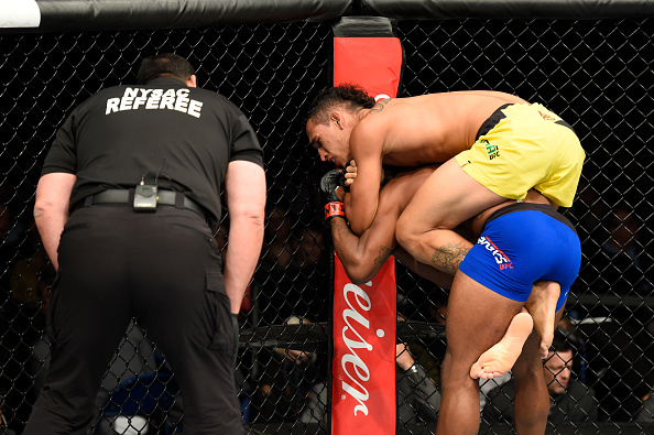 Do Bronx finalizou Brooks no primeiro round (Foto: Josh Hedges/UFC)
