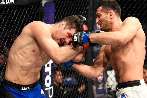 Mousasi (dir) venceu Weidman (esq) em luta polêmica (Foto: Josh Hedges/UFC)