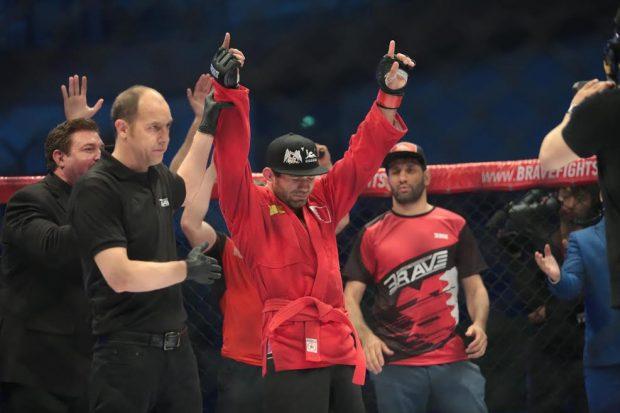 Eldarov (foto) venceu o brasileiro Henrique Rasputin no Brave FC 6. Foto: Divulgação/Brave
