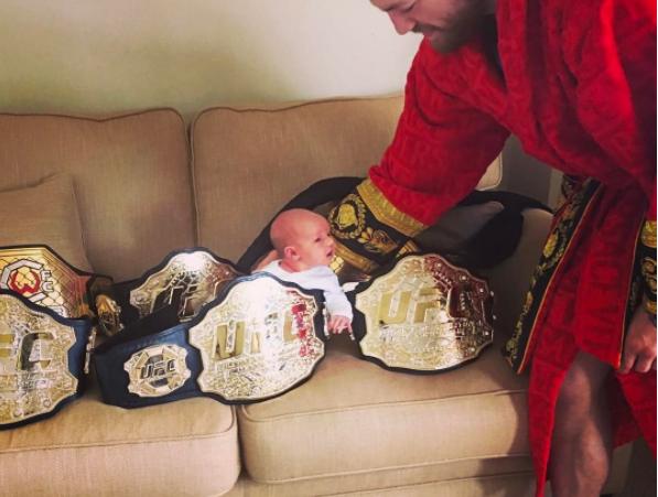 C. McGregor brincando com Junior Foto: Reprodução Instagram/C. McGregor