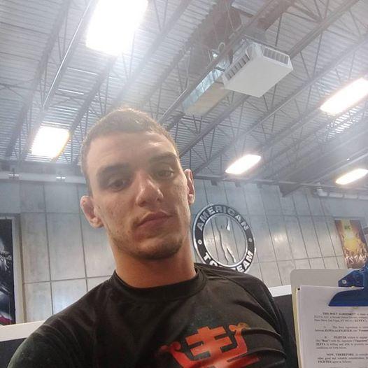 R. Moicano renovou com o UFC (Foto: Reprodução Facebook R. Moicano)