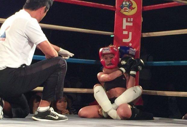 Momo Shimizu, de apenas 12 anos, vence em sua estreia no MMA amador. Foto: Reprodução: Gong Magazine