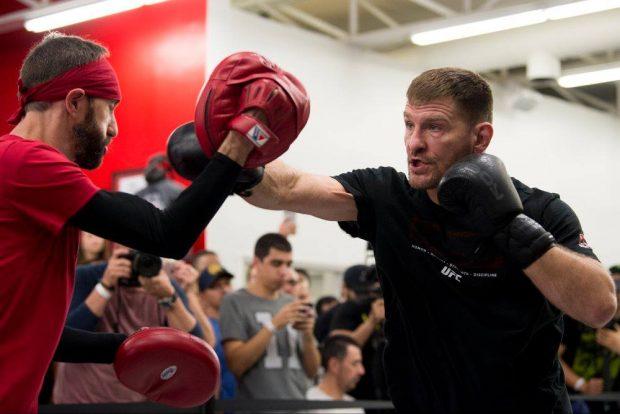 Miocic também quer lutar boxe (Foto: Reprodução: Facebook UFC)