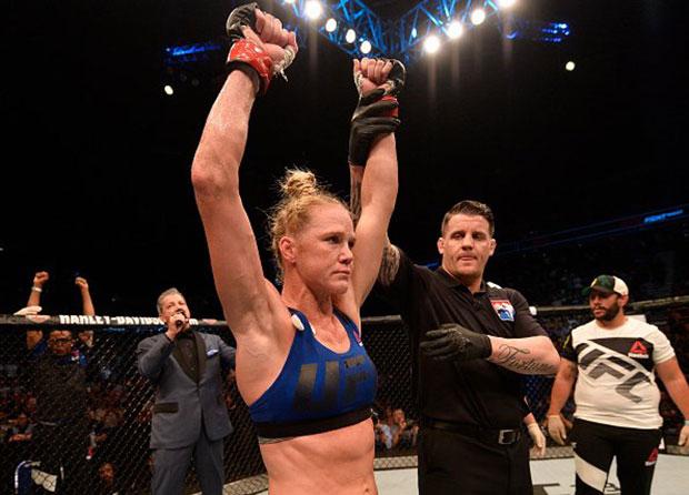 H. Holm (foto) em vitória pelo UFC. Foto: Reprodução/Twitter @UFC_Brasil