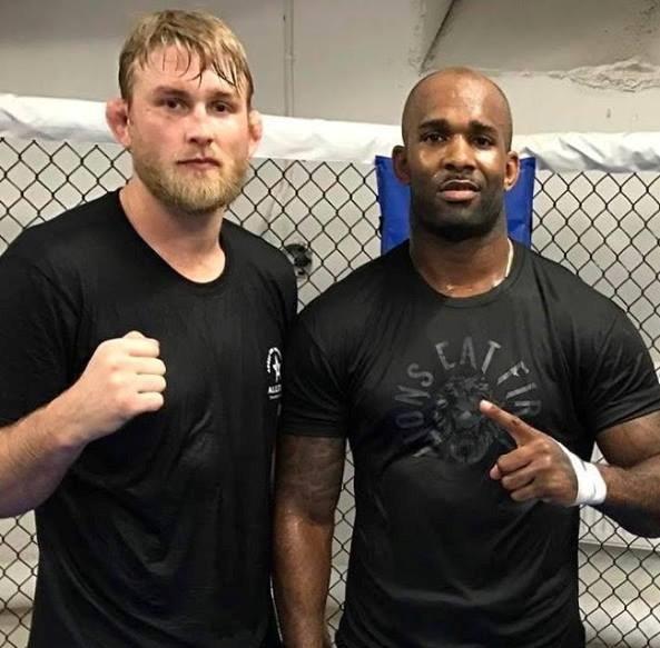 A Gustafsson (esq) treina com J. Manuwa (dir) Foto: Reprodução Facebook Jimi Manuwa