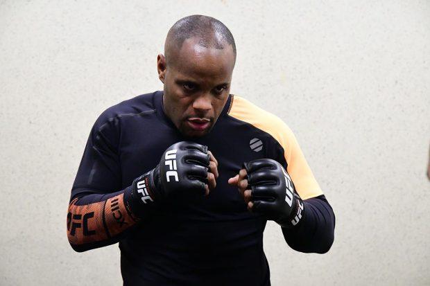 Cormier (foto) quer enfrentar sensação turca (Foto: Reprodução/Facebook UFC)