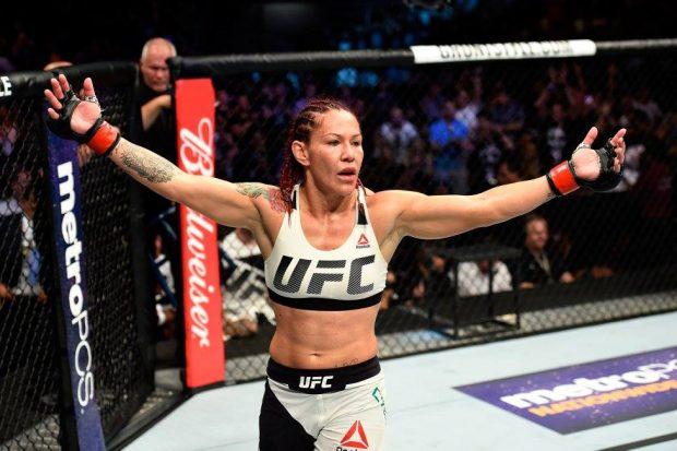 C. Cyborg é a nova campeã peso pena do UFC (Foto: Reprodução Facebook UFC)