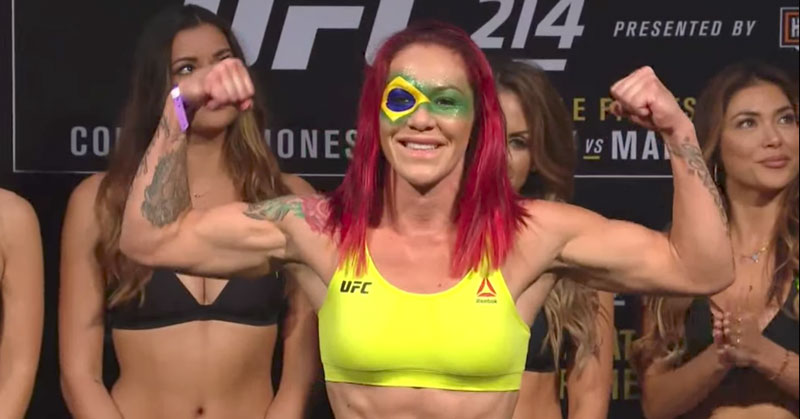 Cyborg subiu na balança com a bandeira no Brasil pintada no rosto. Foto: Reprodução YouTube