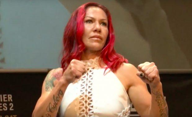 C. Cyborg luta no UFC 214 (Foto: Reprodução Youtube UFC)