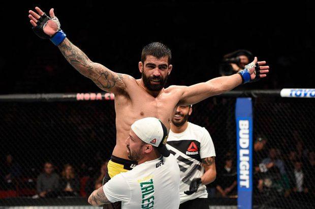 E. Capoeira vem de vitória no UFC (Foto: Reprodução Facebook UFC)