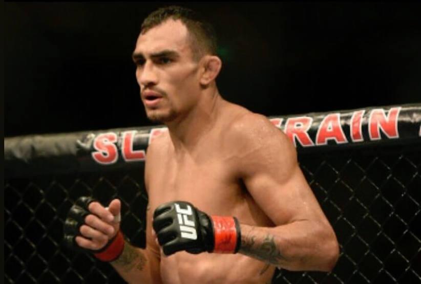 Ferguson relata lesão sofrida antes do UFC 223(Foto: Reprodução/Facebook TonyFerguson)