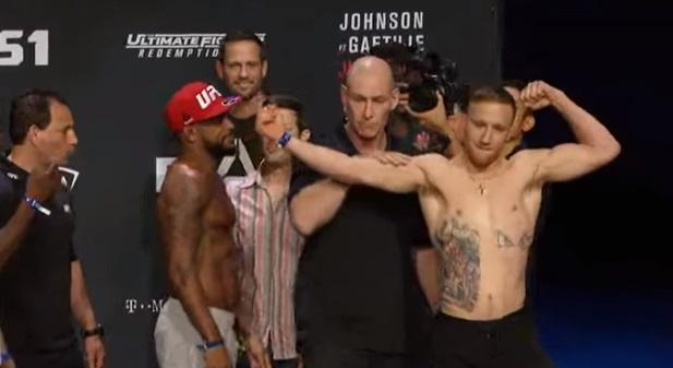 J. Gaethje (dir) provoca M. Johnson (esq) (Foto: Reprodução/Youtube/UFC)