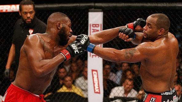 No primeiro encontro, vitória de Jones (Foto: Reprodução/Twitter UFC Brasil)