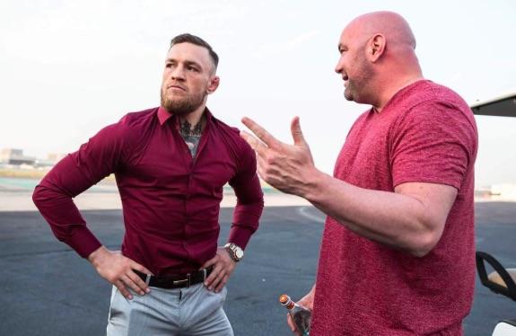 D. White (dir) afirma que não encontra com McGregor (esq) desde a confusão no UFC 223 em abril (Foto: Reprodução Instagram thenotoriousmma)