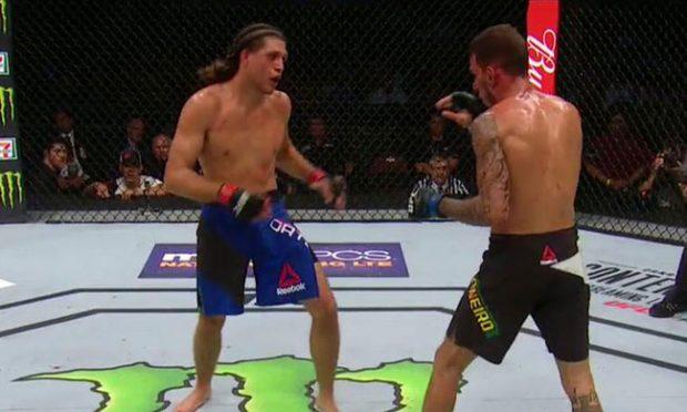 Ortega (esq) finalizou Moicano (dir) (Reprodução/Twitter UFC)