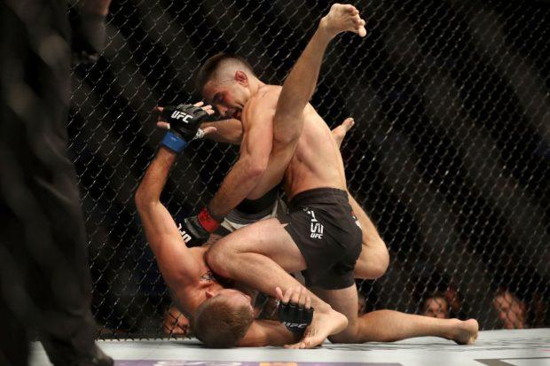 Lamas nocauteou Knight no primeiro round (Foto: Reprodução/Twitter UFC Brasil)