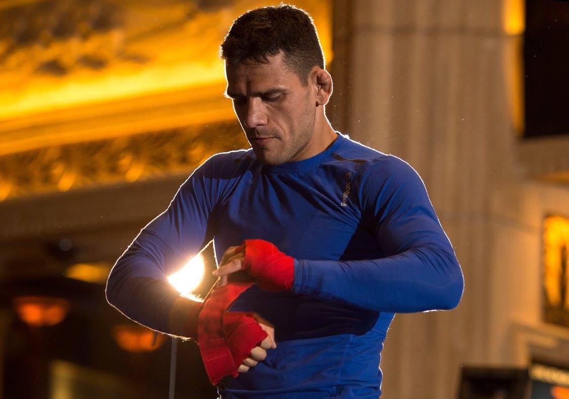 Dos Anjos (foto) promete voltar ao UFC 'mais forte' (Foto: Reprodução/Facebook/UFC)