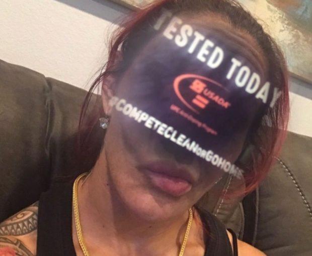 C. Cyborg brinca com logo da USADA (Foto: Reprodução Instagram criscyborg)