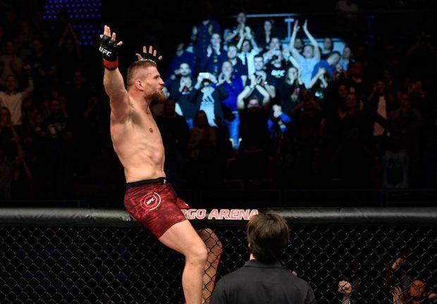 J. Blachowicz levou bônus no UFC Polônia (Foto: Reprodução Facebook UFC)