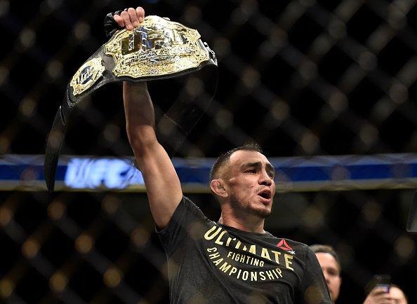 Ferguson é o campeão interino do peso leve (Foto:Reprodução/Twitter UFCBrasil)
