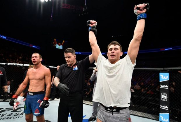 D. Till (dir) segue invicto no MMA (Foto: Reprodução Facebook UFC)